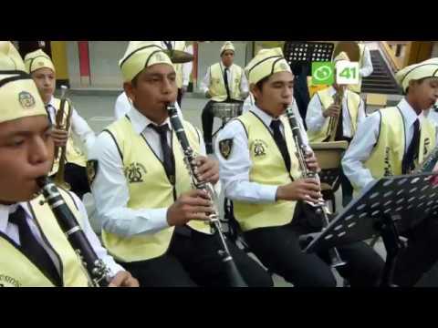 Banda  Sinfonica del colegio SAN JUAN  de Trujillo interpreta temas de dibujos animados