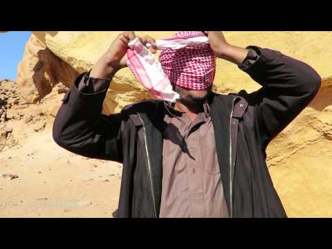 How to tie an Arafat head scarf Bedouin style