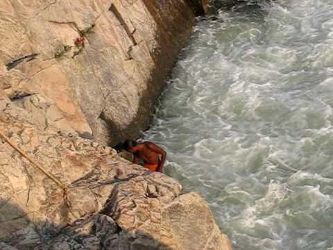 Dare Devil Stunt On Bhedaghat Falls, Narmada River, MP, India