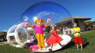 Diana y Roma - cuentos infantiles sobre juguetes inflables
