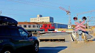 RailWay. Russian Railway Crossing. Train ER9MK/Проезд железнодорожного переезда электропоездом ЭР9МК