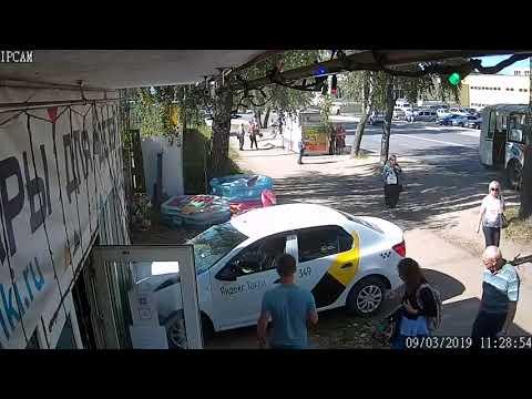 Водитель такси  г.Ковров врезался в магазин