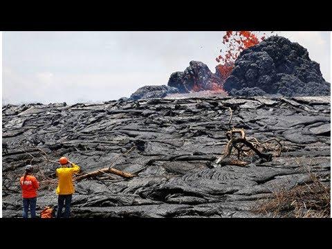 Hawaii volcano eruption: 'Take cover' – warning as Kilauea throws ash 10,000ft in air