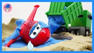SUPER WINGS episodes, rescue a plane in a puddle. Careful of construction dump trucks.