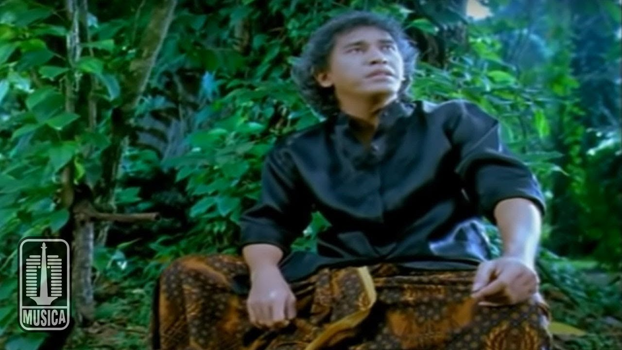 Iwan Fals Kupu Kupu Hitam Putih Official Music Video Youtube
