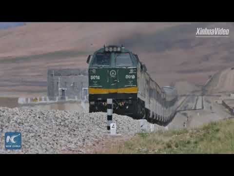 Breathtaking scenery: Aerial view of Qinghai-Tibet Railway in SW China