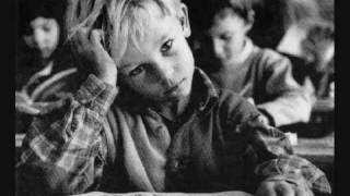 £ Claude François : Dans les orphelinats
