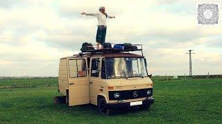 Was kostet Vanlife? Yogi Cale lebt und reist seit einem Jahr im Bus durch Europa und Afrika