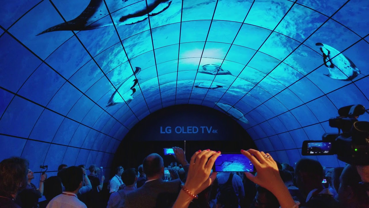 lg oled tunnel show ifa berlin 2017 youtube. Black Bedroom Furniture Sets. Home Design Ideas