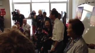 Anthony Weiner speaking Mandarin in Flushing