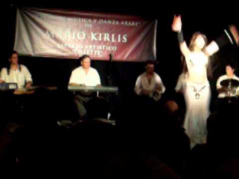 Celina junto a Mario Kirlis y su Orquesta
