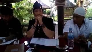 Download Video Yang Di tunggu - Klarifikasi dan Permintaan Maaf Laskar Bali Kepada Ust Abdul Somad Lc MA MP3 3GP MP4