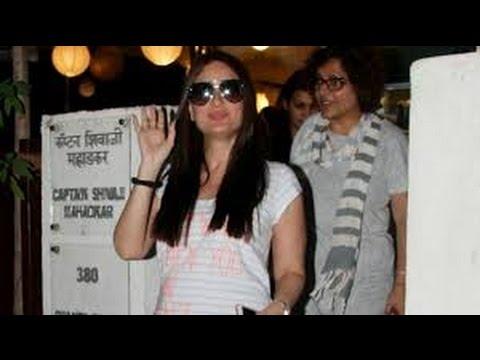 Baby Bump Flaunt करती दिखी नवाब साहब की बेगम Kareena Kapoo