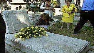 Luis Cernuda, homenaje ante su tumba en México