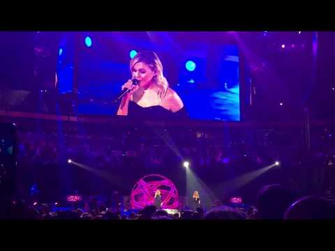 """Kelsea Ballerini joins Trisha Yearwood for """"She's in Love with the Boy"""" -  Nashville 12/15/17"""