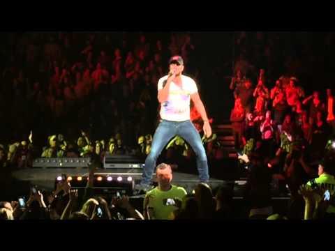 Luke Bryan-Country Girl live in Peoria Illinois