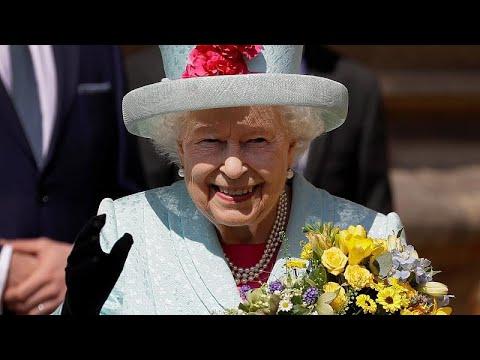 شاهد: الملكة إليزابيث ملكة بريطانيا تحتفل بعيد ميلادها 93…  - نشر قبل 14 دقيقة