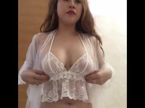Clip DJ Hằng Mindy mặc áo ngủ livestream show ngực cực khủng