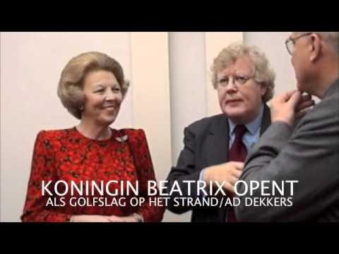 KONINGIN BEATRIX OPENT TENTOONSTELLING  ALS GOLFSLAG OP HET STRAND...AD DEKKERS IN ZIJN TIJD.