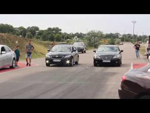 Lexus ES 3.5  Vs Toyota Camry 40