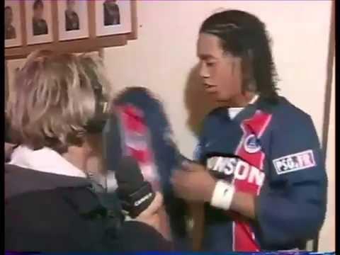 Paganelli se met à genoux devant Ronaldinho