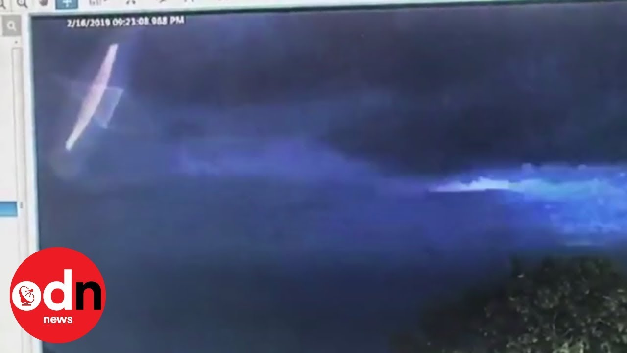 CCTV footage which shows bright 'UFO' in Australian sky ...