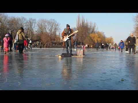 frozen canal, sun & music in Berlin