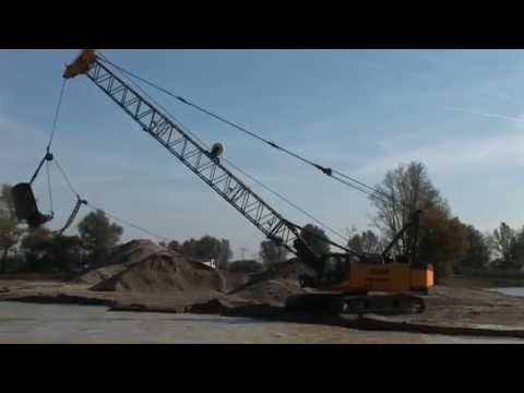 SENNEBOGEN - Quarrying: HD Cycle Crane dredging gravel with 3 cyard backhoe, Germany