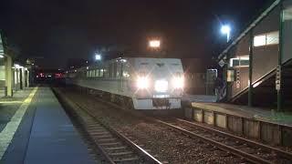 Wスラントの特急「サロベツ」夜の永山駅で運転停車