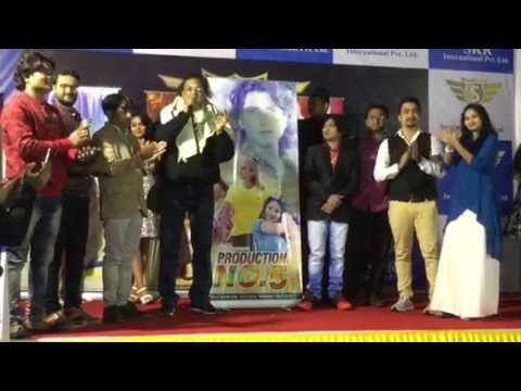 Gujrati film Actor Vikram Thakor singing Gori Mori piyu ne malva aavje song
