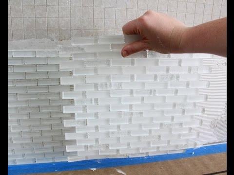 Укладка стеклянной плитки и стеклянной мозаики в ванной или на кухне