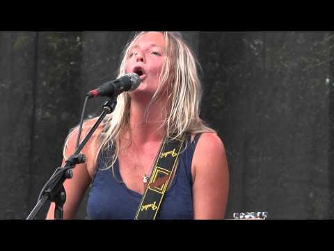Lissie - Pursuit of Happiness Live @ Lollapalooza 8.7.11
