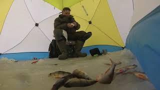 Рыбалка в сильный ветер в палатке на озере