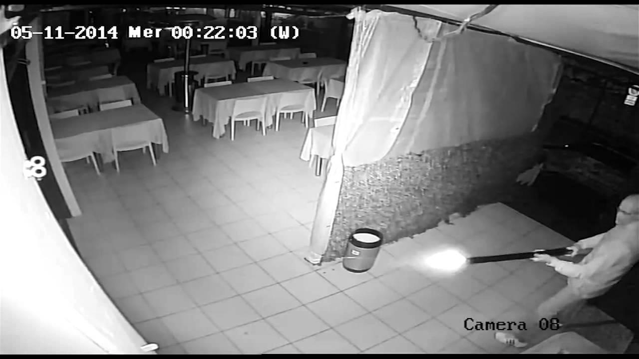 Etg Colpi Di Fucile Contro La Pizzeria A Veniano Il Video Degli Spari