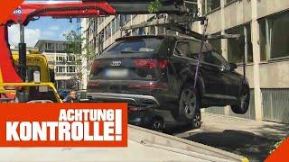 Dümmer geht's nicht! Audi-Falschparker vor Polizeipräsidium wird abgeschleppt!   Achtung Kontrolle
