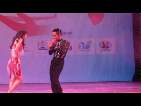 Khánh Thi - Nhảy tại Nhà hát lớn Hà Nội ngày 06/11/2012