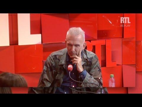 Jean Paul Gaultier taille un costard à Carole Rousseau