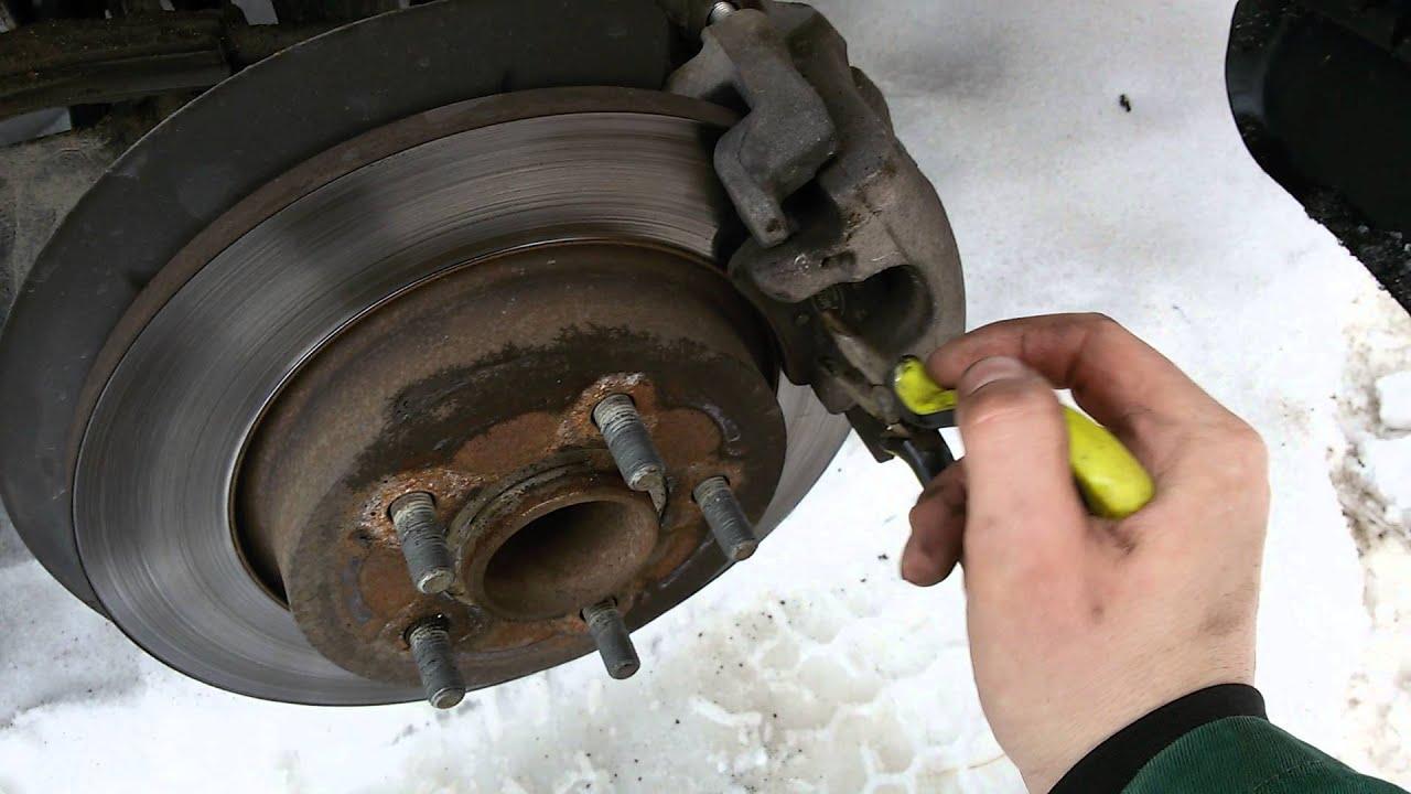 13 авг 2014. Замена тормозных дисков и колодок на форд эксплорер, да и на любой другой машине с дисковыми тормозами. Brake disc and pads replacement on ford explorer and.