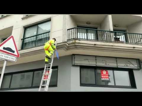 Pontevedra retira la placa de la avenida Juan Carlos I