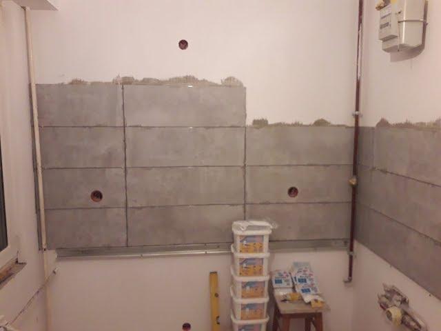 Remont mieszkania w bloku z wielkiej płyty #12 układanie płytek w kuchni na ścianie .