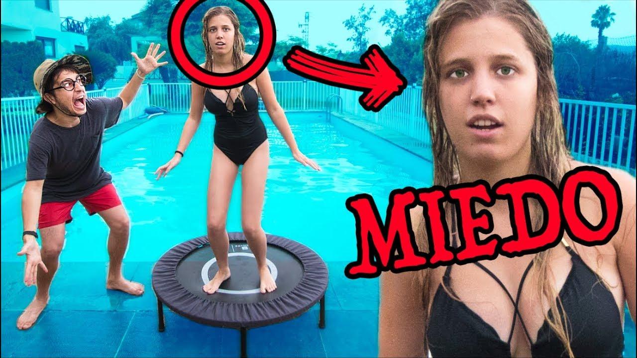 Mi novia intenta superar su miedo saltos a la piscina for Piscina 6 x 3
