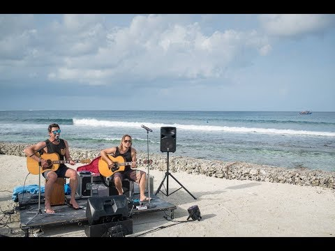Surf Music in Paradise in the Maldives: Pete Murray LIVE at Kandooma Resort