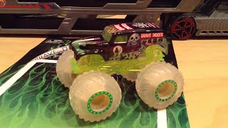Hot Wheels Glow-in-the-Dark Grave Digger Monster Jam Truck Overview!! (Race Rewards Exclusive)