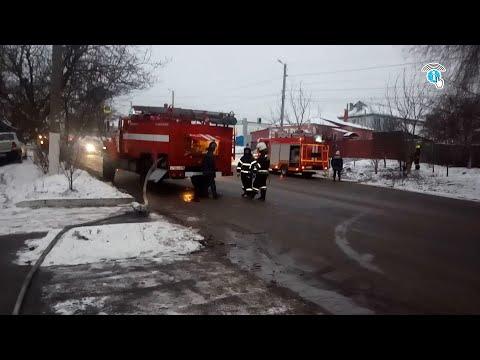В Курске во дворе частного дома загорелся мусор