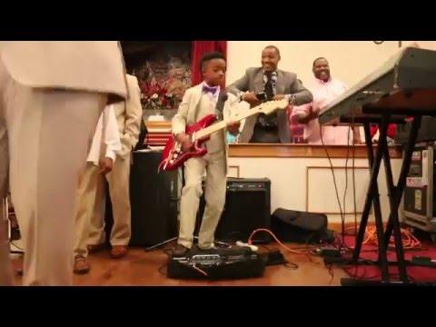 10 year old guitar player killin' it