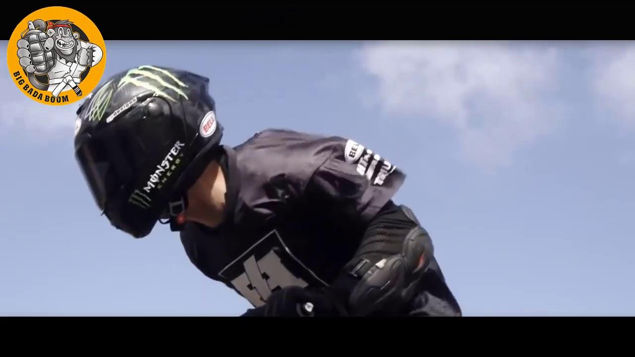 Трюки на мотоциклах. В этой подборке вы увидите горящую ризину