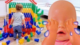 Baby born doll and Yulya build colorful cup playhouse Кукла Беби Бон и Юля строят домик