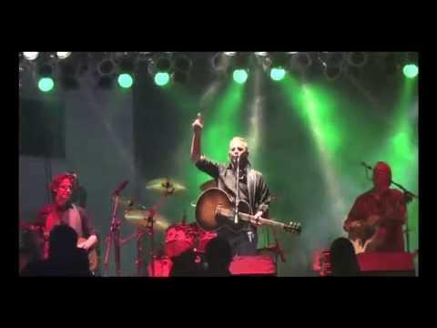 Kevin Costner & Modern West Live
