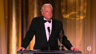 Robert Osborne honors Angela Lansbury at the 2013 Governors Awards