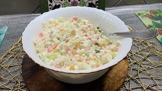 Вкусный, лёгкий, свежий салат с крабовыми палочками и яблоком.